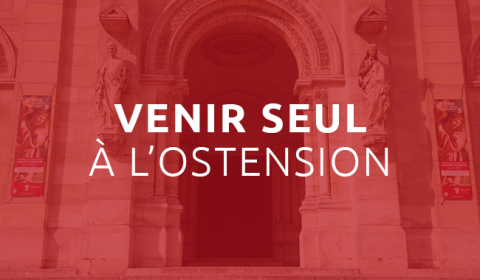 Venir seul à l'ostension